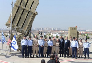 President Obama and Prime Minister Netanyahu pose with soldiers in front of an Iron Dome battery. Photo: IDF.