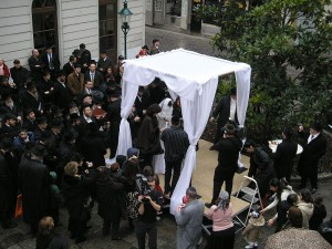 An Orthodox Jewish wedding. Rabbinates are working to set up a database of Jewish husbands who have refused to grant their wives a divorce. Photo: Wikipedia.