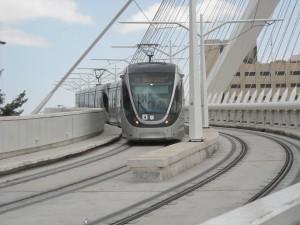 Jerusalem's light rail on the Chords Bridge. Photo: Matanya/Wikimedia Commons.