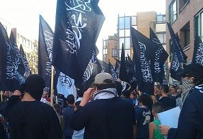Masked demonstrators rally in the Hague to support ISIS, but call for the death of Jews. Photo: SWC.
