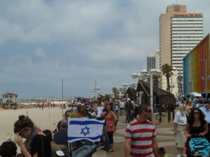 A plan to transform a Paris beach on the River Seine into a mock Tel Aviv beach for one day has infuriated anti-Israel BDS movement activists. Photo: Wikimedia Commons.