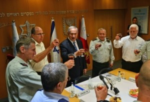 Prime Minister Benjamin Netanyahu, center, took part in a pre-Independence Day toast at the IDF headquarters in Tel Aviv on Monday, where he shook hands with IDF Deputy Chief of Staff Maj. Gen. Yair Golan. Photo: Kobi Gideon/GPO.