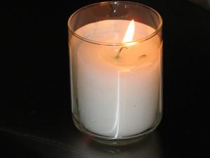A yahrtzeit (memorial) candle. Photo: Wikipedia.
